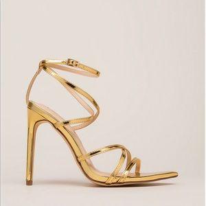 Strappy Gold stiletto ✨✨✨